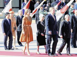 オランダ国王夫妻の歓迎行事に臨む両陛下