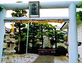 荒川沿いの氏神様「水神社」