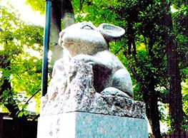 調(つき)神社の「狛うさぎ」