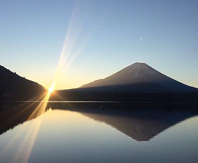 6時50分頃になり、太陽がパッと顔を出し始めた