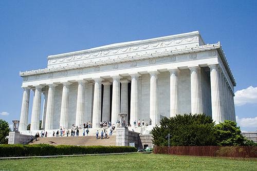 リンカーン記念堂(1922年ワシントンに建立)