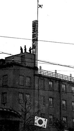 1936年2月26日、山王ホテルにたてこもる将校たち