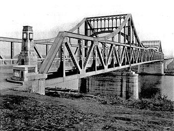 写真1、当時毎日搬送で何往復もしていた戸田橋