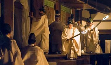 新嘗祭に臨まれる今上天皇