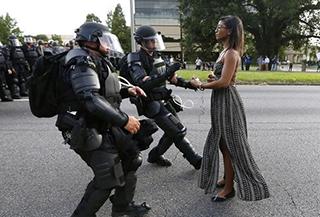 差別と支配への無言の抗議(ネットより)