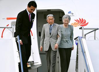 3月28日、日本再西端の与那国島に到着された両陛下